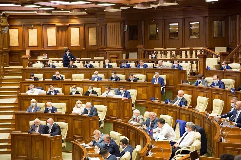 Coaliția PSRM-PDM a votat modificări la Codul electorat, care au menirea să-l asigure lui Igor Dodon un nou mandat