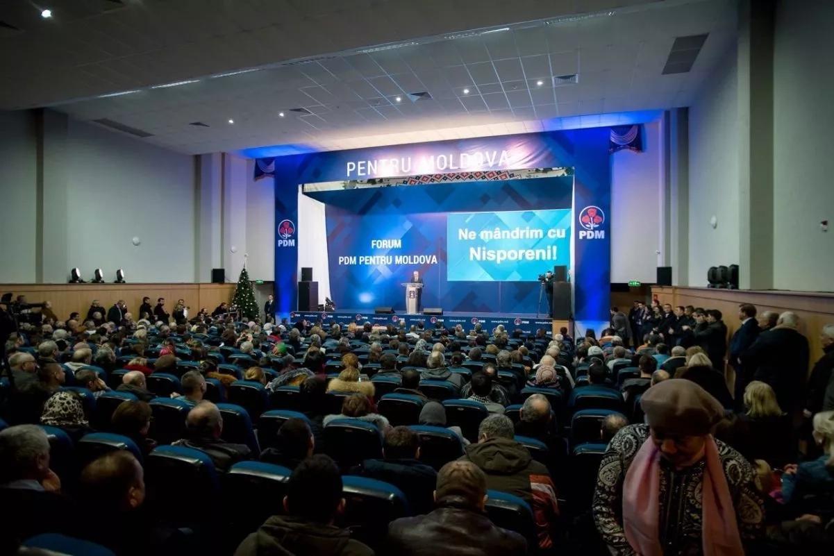 Președintele PDM Vlad Plahotniuc și alți candidații democrați în circumscripțiile uninominale au dat startul strângerii de semnături, în cadrul mai multor forumuri raionale