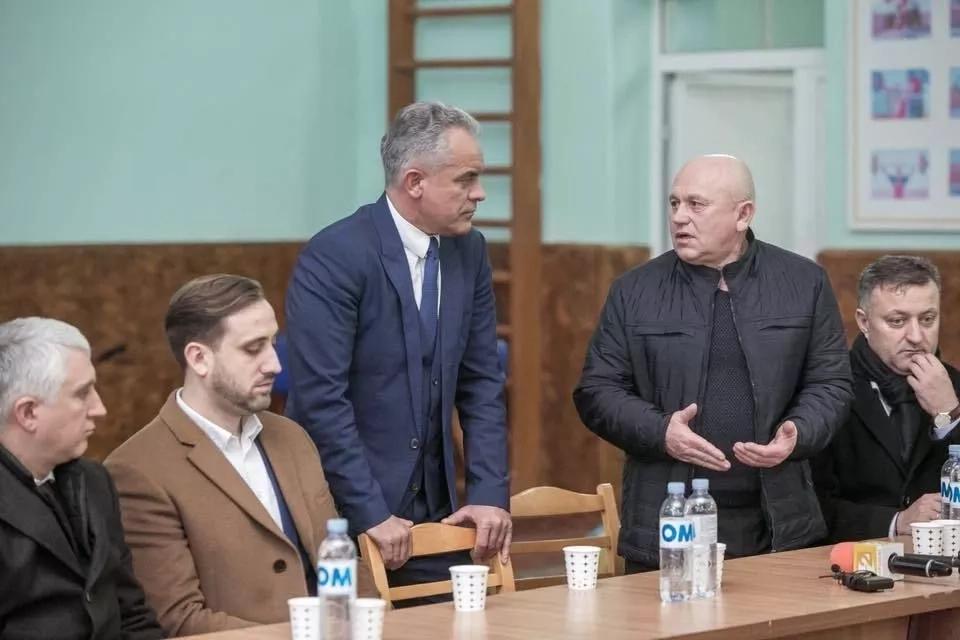 Vlad Plahotniuc a vizitat mai multe școli din Nisporeni