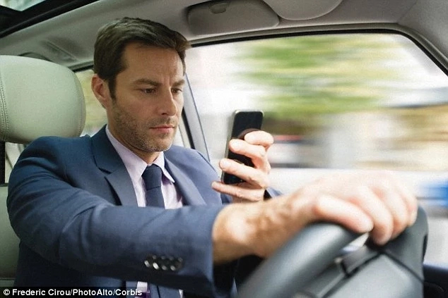 What is Distracted Driving; Causes, Types & Ways to Reduce it