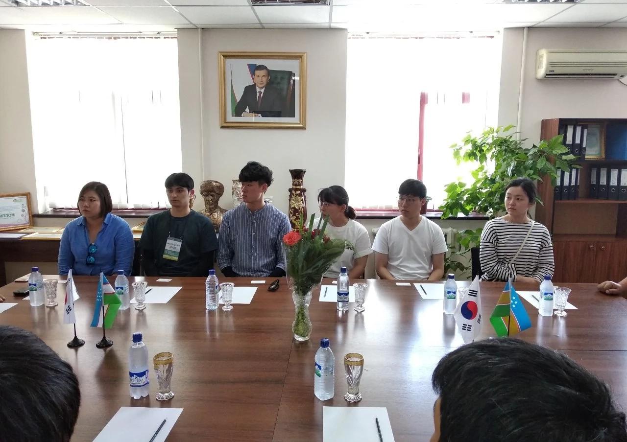 Қубла Кореядан ТИТУ Нөкис филиалы студентлерин оқытыў ушын бир қатар оқытыўшылар ҳәм волонтёрлар келди