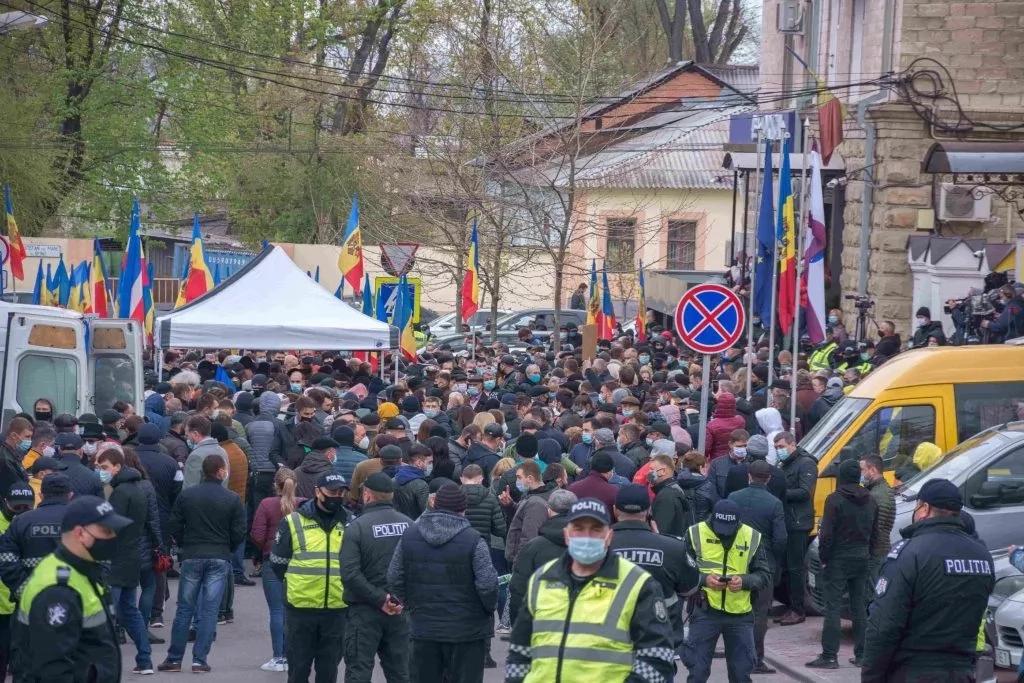 Trei zile de proteste în apărarea Constituției