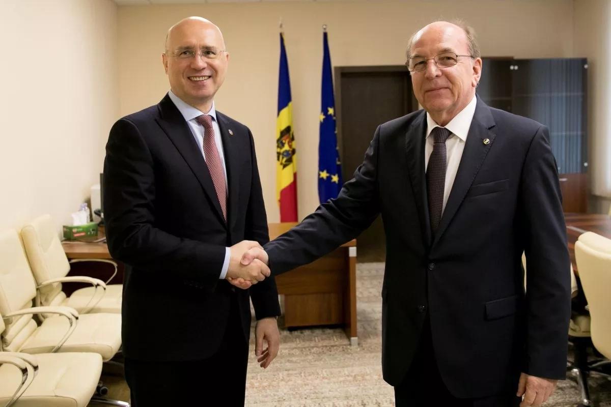 Președintele fracțiunii PDM din Parlament, Pavel Filip, a discutat cu ambasadorul Rusiei la Chișinău, Oleg Vasnețov